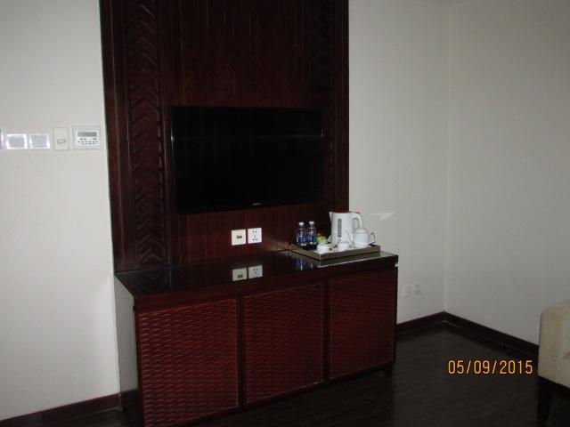 TV và các vật dụng trong phòng khách