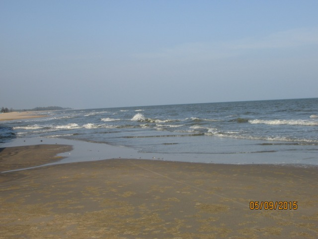 Biển vắng, nhưng không đẹp lắm
