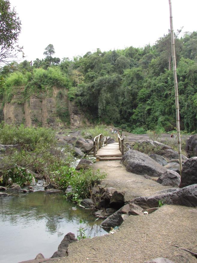 Cầu gỗ nhỏ
