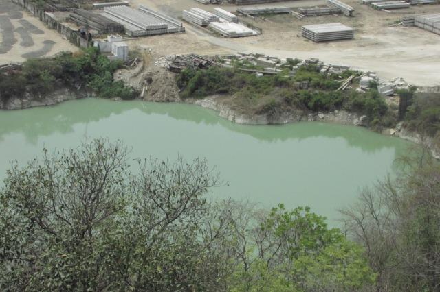 Hồ nước trong xanh